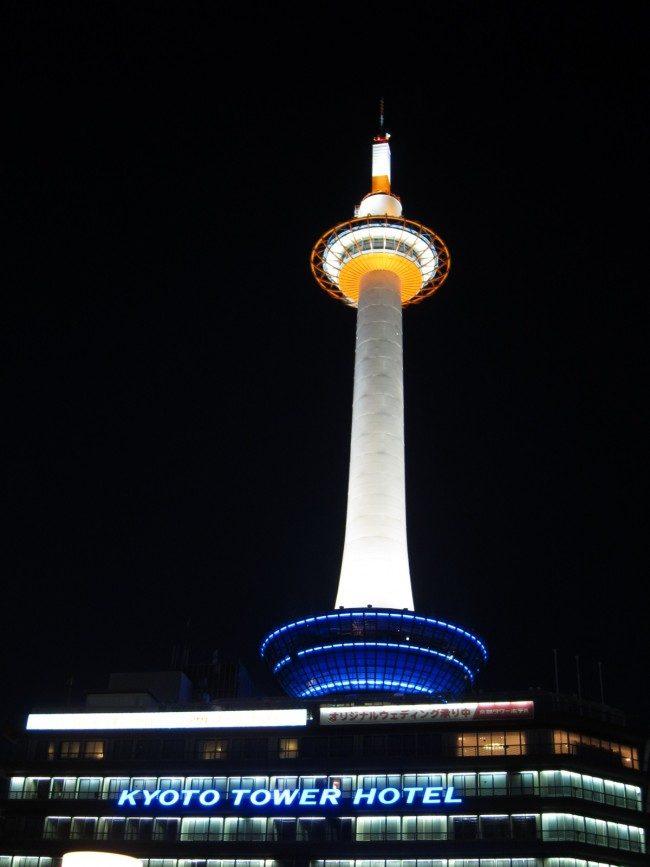 京都タワー 夜景写真を撮影しました