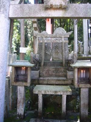 祖父の社京都伏見の青木の滝に行ってきました。