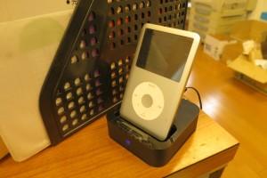 i-podが蘇りました。充電しながら聞けるエレコムASP-IPD100BK