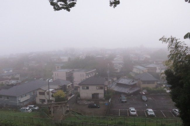枚方御殿山神社は霧でした