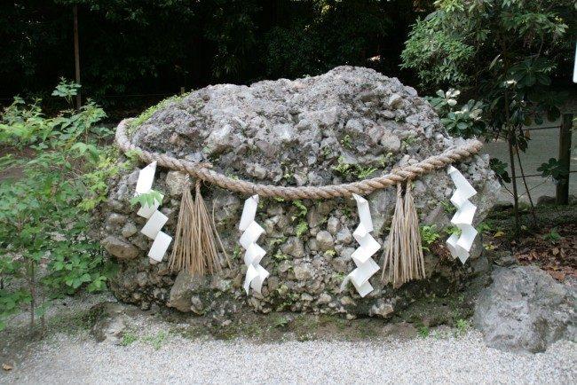京都の下鴨神社の「さざれ石」って